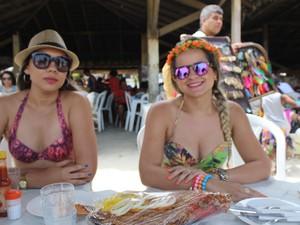 Amigas foram à praia para recarregar as energias (Foto: Ellyo Teixeira/G1)