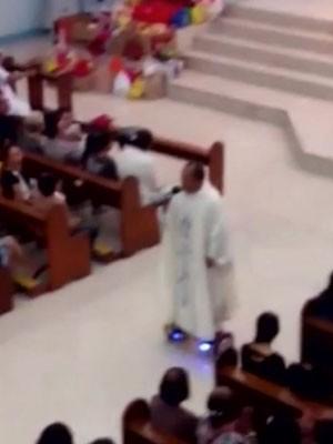 Vídeo mostra padre celebrando uma missa sobre um hoverboard (skate elétrico) nas Filipinas (Foto: BBC)