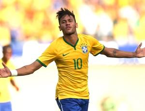 Neymar comemoração Amistoso Brasil e Panamá Serra Dourada (Foto: Agência EFE)