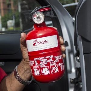 Extintor tipo ABC, exigido pelo Denatran para veículos (Foto: Marcelo Camargo / Agência Brasil)