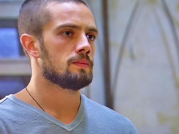 Vicente resolveu cozinhar o jantar (Foto: TV Globo)