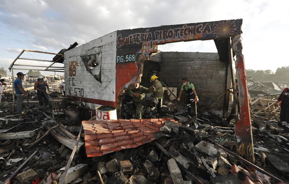 Acidente ocorreu no mercado mais famoso de fogos de artifício no México (Foto: Eduardo Verdugo/AP)