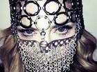 Madonna posa mascarada: 'A revolução do amor'