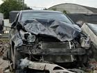 Carro fica destruído após ser atingido por carreta na BR-324 e bater em muro