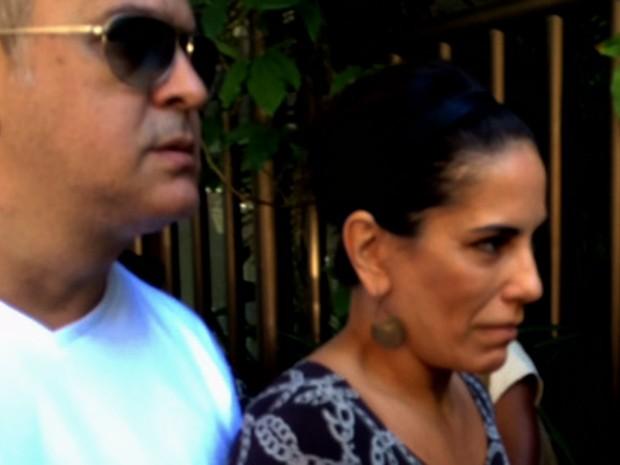 Glória Pires chegou ao velório acompanhada pelo Orlando Moraes (Foto: Flávia Rodrigues / G1)