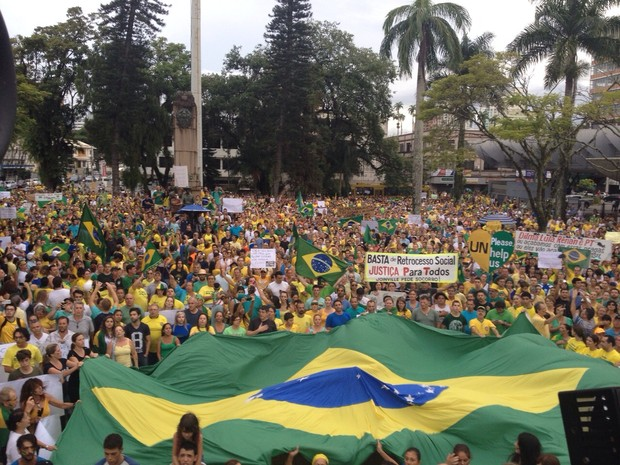 Protesto em Joinville reuniu cerca de 5 mil pessoas (Foto: Marjorie Caturani/RBS TV)