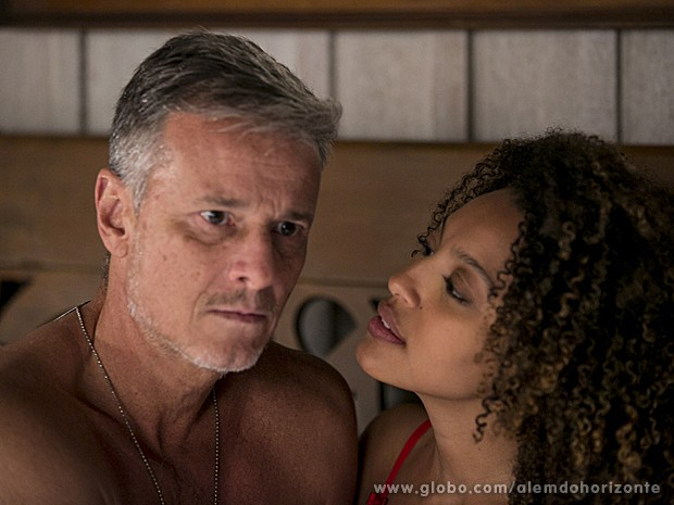 Kléber lembra de Celina e nega fogo para Keila (Foto: Felipe Monteiro/TV Globo)