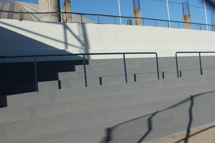 Barras antiesmagamento Lindolfo Monteiro (Foto: Wenner Tito)