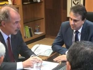 Aluísio Mercadante e Camilo Santana anunciaram relação dos municípios nesta quarta-feira (Foto: Governo do Ceará/Divulgação)