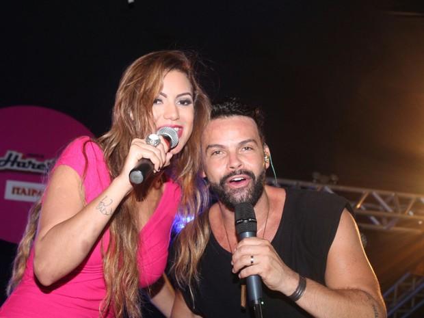 Alexandre Peixe e Vina Calmon em show em Salvador, na Bahia (Foto: Mateus Ross e Sércio Freitas/ Divulgação)