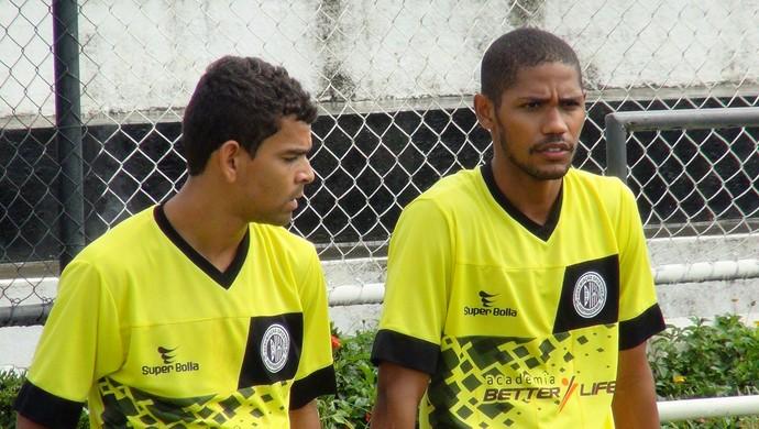 Edjailson e Gilmar, jogadores do ASA (Foto: Leonardo Freire/GloboEsporte.com)