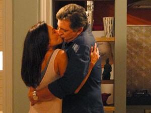 Em clima de revival, Mário beija Alice (Foto: Malhação / Tv Globo)