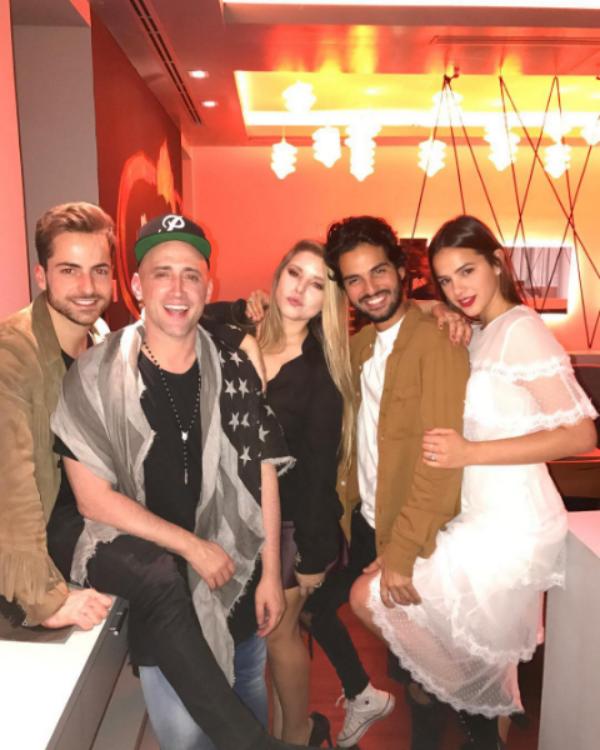 Bruna Marquezine posa com amigos (Foto: Reprodução/Instagram)