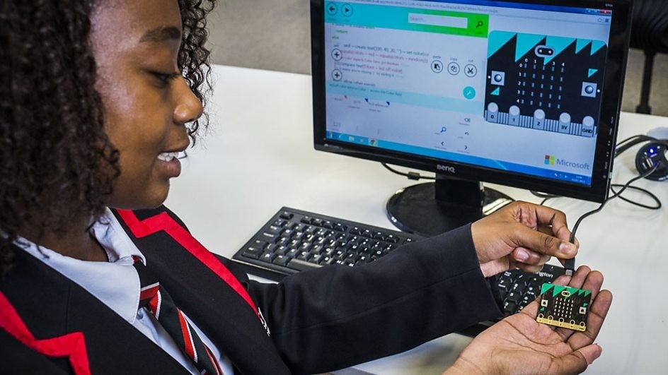 Um milhão de estudantes receberão o microcomputador (Foto: Divulgação/BBC)