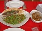 Refugiado refaz a vida como chef de cozinha em restaurante de Guararema