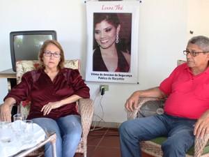 Os pais de escrivã aguardam ansiosamente pela condenação do acusado  (Foto: Gilcilene Araújo/G1)