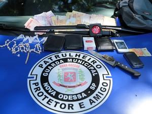 Guarda Municipal de Nova Odessa apreende drogas e itens 'penhorados' em cabana em área verde (Foto: Osnei Réstio/Prefeitura de Nova Odessa)