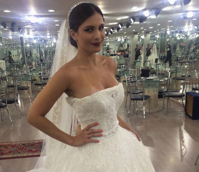 Kamilla está em dúvida de qual vestido vai usar no grande dia (Foto: Arquivo Pessoal)