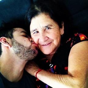 Gusttavo Lima e mãe, Sebastiana (Foto: Instagram / Reprodução)