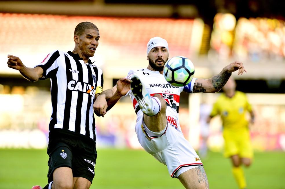 São Paulo e Atlético-MG fizeram um jogo bastante disputado no Morumbi (Foto: Marcos Ribolli)