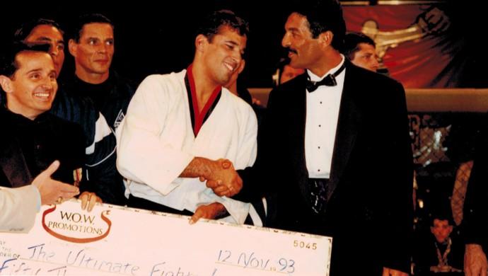 Royce Gracie, Rorion Gracie, UFC 1, premiação (Foto: Arquivo Pessoal)