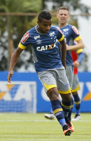 Élber, meia do Cruzeiro (Foto: Washington Alves/ Light Press)