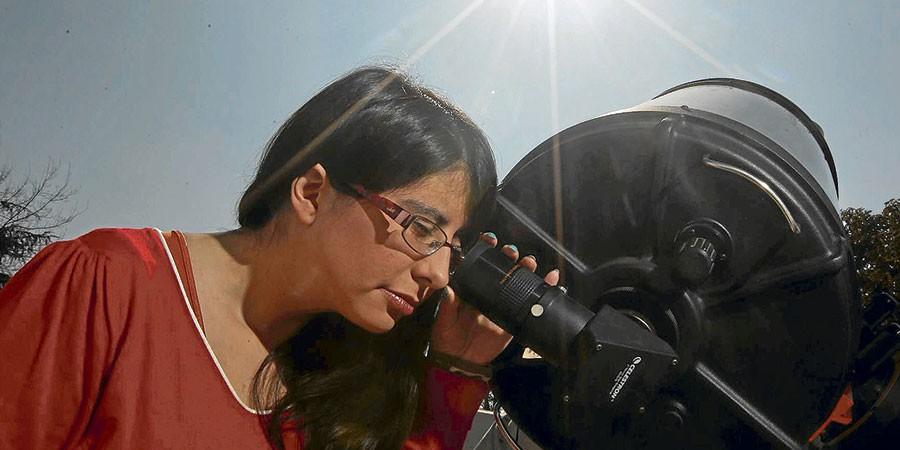 Jovem astrônoma chilena descobre planeta três vezes maior que Júpiter