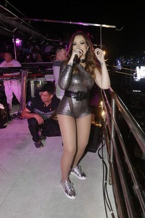 Solange Almeida em show em Feira de Santana, na Bahia (Foto: Fred Pontes/ Divulgação)