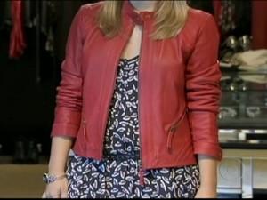 3ada07c098447 Casacos de couro coloridos são uma das fortes tendências do inverno deste  ano. (Foto