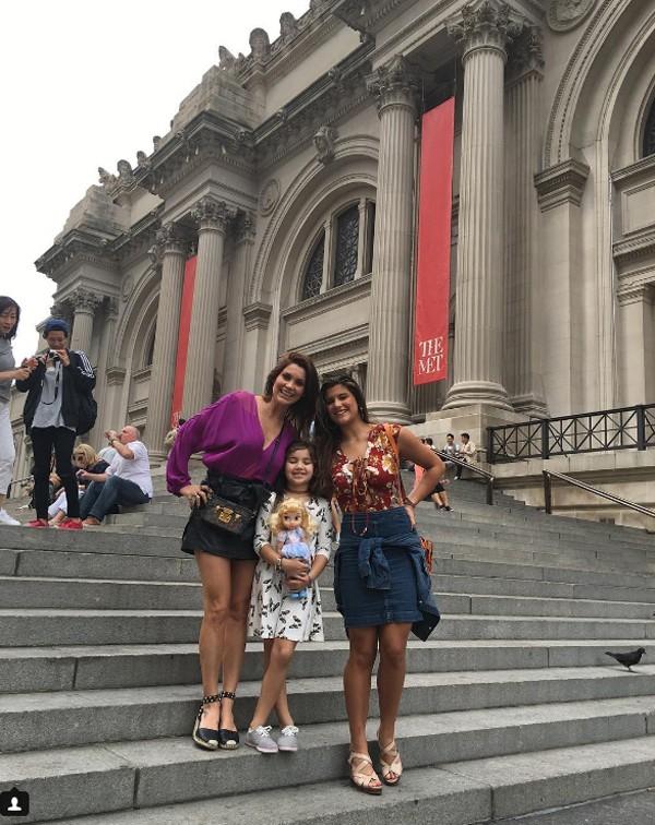 Flavia Alessandra posa para foto com as filhas (Foto: Reprodução / Instagram)