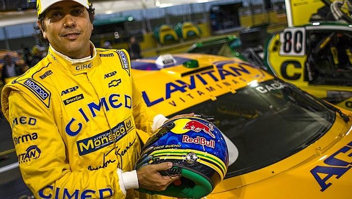 Cacá Bueno com o layout da Lotus 1987 em seu Stock Car (Foto: Bruno Terena/RF1)