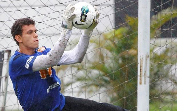 Guido chegou ao Santos e 2010 e se firmou como uma das grandes promessas do clube (Foto: Divulgação / Santos FC)