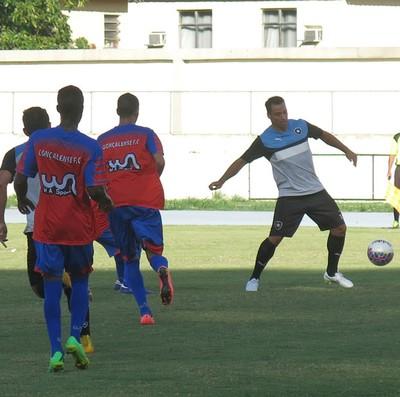 Daniel Carvalho no jogo-treino Botafogo x Gonçalense (Foto: Edgard Maciel de Sá)