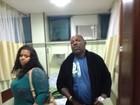 Mr. Catra deixa hospital, mas lamenta estado da mulher: 'Estou muito triste'
