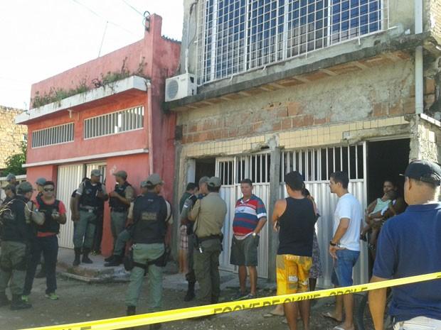 Crime ocorreu na Rua Crucelândia, no bairro da Mustardinha (Foto: Gabriela Lisbôa/TV Globo)