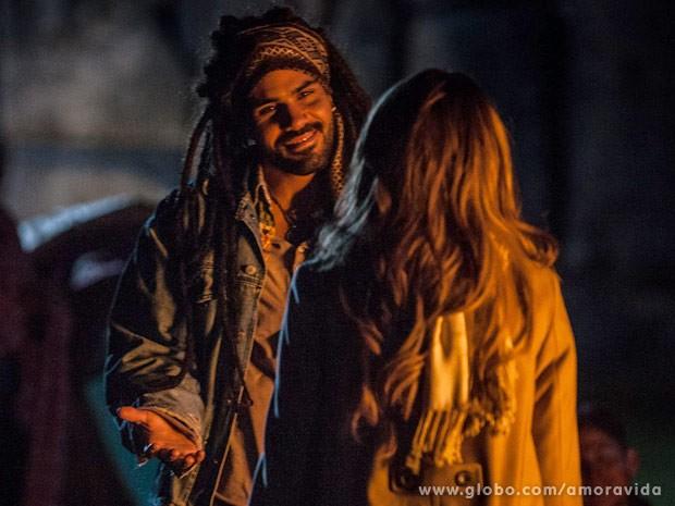 Ninho fica feliz ao ver Paloma (Foto: Amor à Vida / TV Globo)