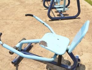 Aparelhos das 'academias ao ar livre' estão sem manutenção desde 2010 (Foto: Cassio Albuquerque/GE-AP)