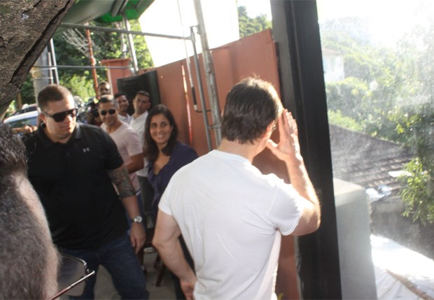 Tom Cruise chega a restaurante (Foto: Marcello Sá Barretto)