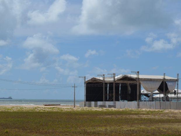 Montagem da estrutura está na fase final na Orla da Atalaia (Foto: Marina Fontenele/G1 SE)