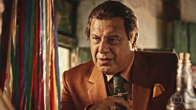 Afrânio diz que precisa dar um fim em Iolanda e Amadeu  (Foto: TV Globo)