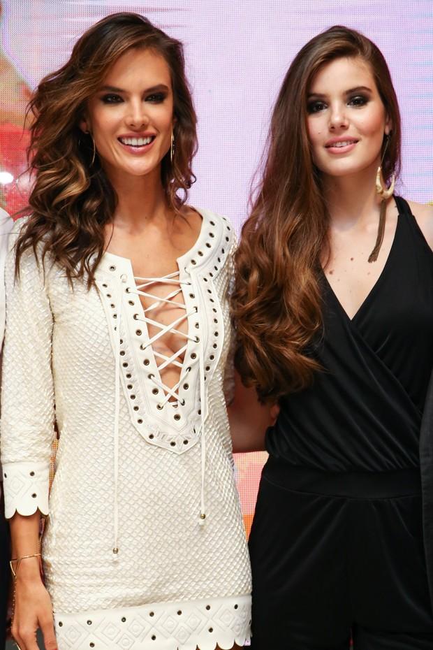 Alessandra Ambrósio e Camila Queiroz (Foto: Manuela Scarpa/Photo Rio News)