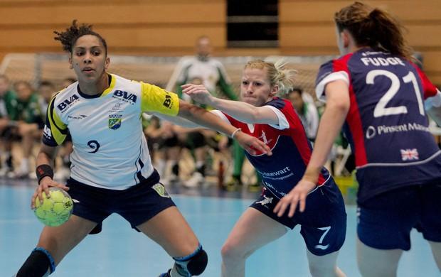Maranhense Ana Paula defendendo a Seleção Brasileira feminina de handebol (Foto: Cinara Piccolo / Photo&Grafia)
