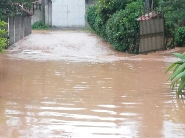 Chuva em São José dos Campos (Foto: Sabrina Abreu/ Arquivo Pessoal)