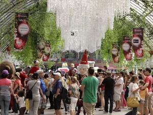 Público na área da Grande Parada de Natal, umas das grandes atrações do Natal Liz (Foto: Cleiton Thiele/SerraPress)