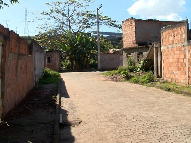 Rua onde jovem morreu em Jardim Carapina (Foto: Reprodução/ TV Gazeta)