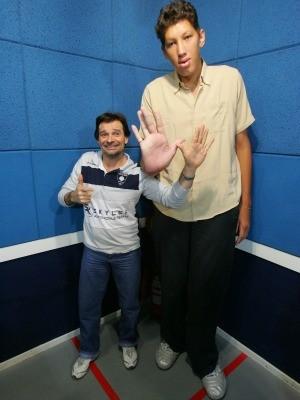 Aos 14 anos Ninão tinha 2 metros de altura (Foto: Bruno Gomes/Agência Diário)