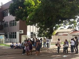 Representantes das associações de agricultores após protesto (Foto: Thaís Pucci/ G1)