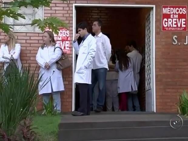 Médicos estavam paralisados desde segunda-feira (24) (Foto: Reprodução / TV TEM)