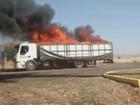 Carga de adubo pega fogo em carroceria de caminhão em Guapiaçu