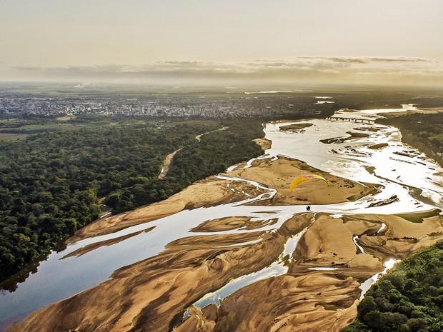 Lama atingiu o Rio Doce em Linhares no dia 21 de novembro (Foto: Divulgação / Lu Marini)